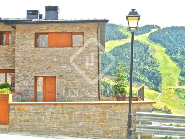 "Magnificent promotion of newly-built houses in ""Les terrasses del Tarter"""