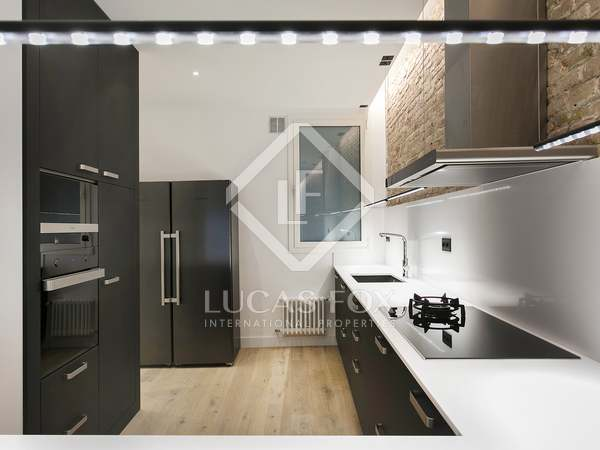 220 m² apartment with a terrace for rent in the Gothic area