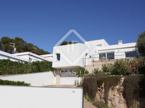 261m² House / Villa for sale in Els Cards, Barcelona
