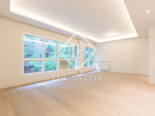 176m² Apartment for sale in Almagro, Madrid