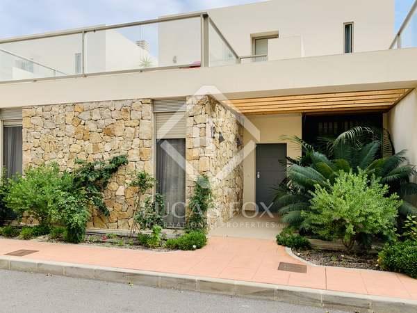 Huis / Villa van 214m² te koop met 23m² Tuin in El Campello