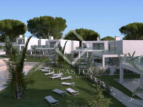 Villa moderna con jardín y piscina en venta en Ibiza