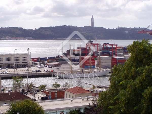 Pis de 343m² en venda a Lisboa, Portugal