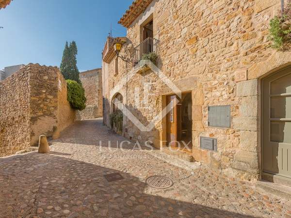 Pintoresca casa de pueblo en venta en el Empordà