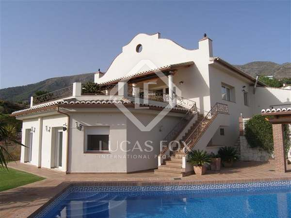 Huis / Villa van 298m² te koop met 71m² terras in Mijas