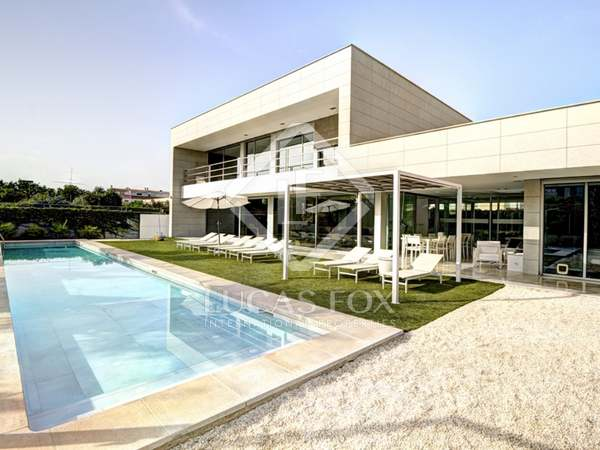 750m² House / Villa with 100m² terrace for sale in golf