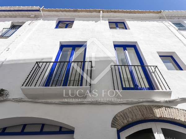 211m² House / Villa with 16m² terrace for sale in Sitges Town