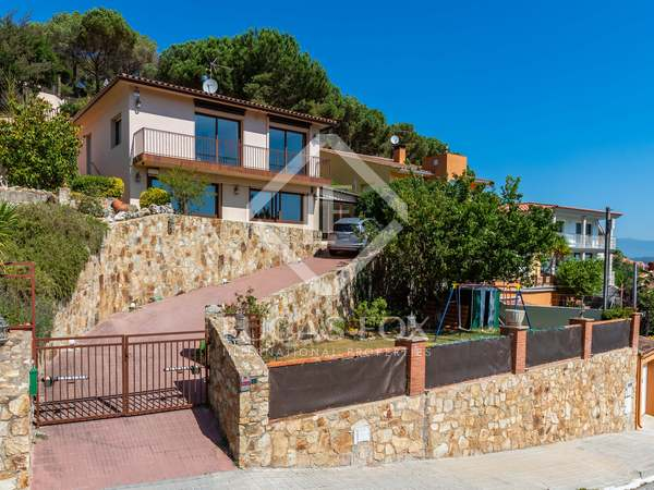 179m² House / Villa for sale in Argentona, Barcelona