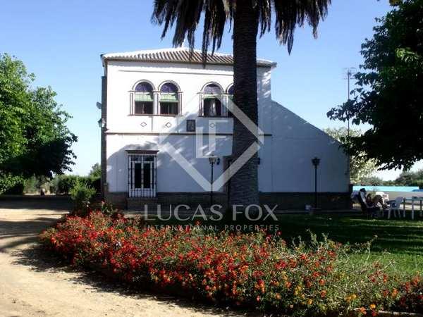 Propiedad en venta en una parcela grande cerca de Sevilla