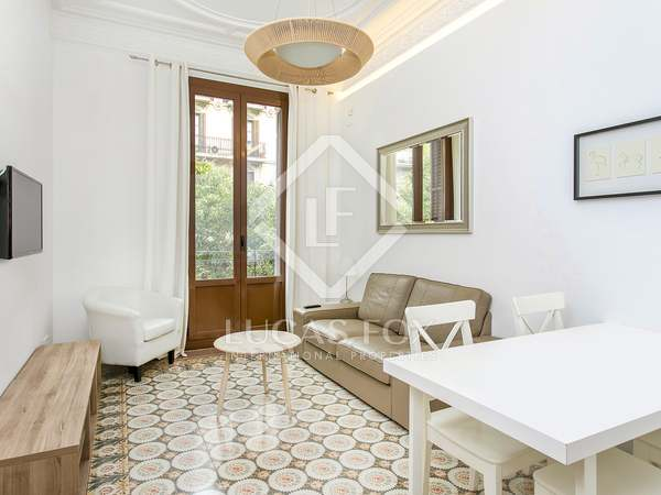 70m² apartment with 2 balconies for rent in Eixample Right