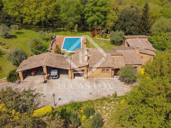 240m² Equestrian Property for sale in Santa Cristina