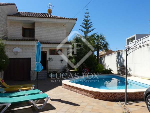 284m² House / Villa for sale in Playa Sagunto, Valencia