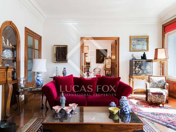 Apartamento de 5 dormitorios en venta en Galvany, Barcelona.