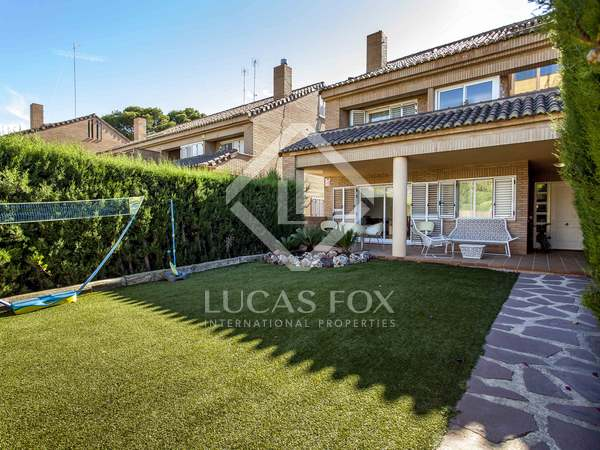 392m² House / Villa with 100m² garden for rent in Godella / Rocafort