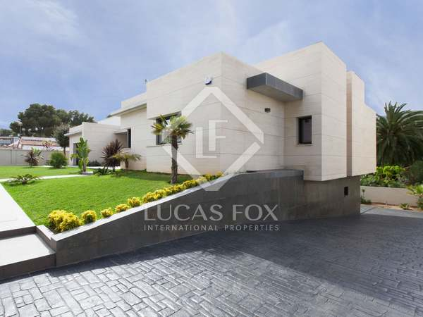 House for sale walking distance from Castelldefels