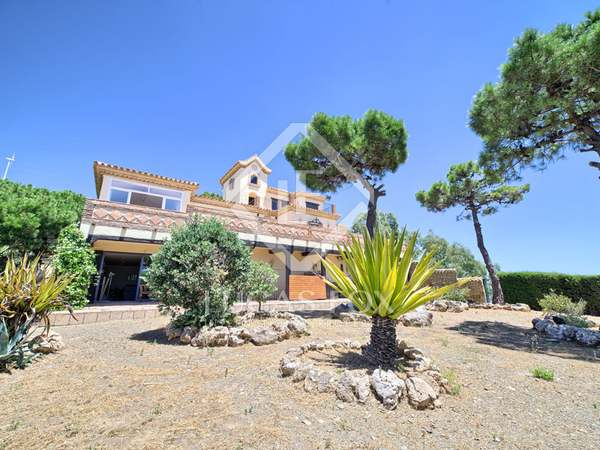 Rustic style 4-bedroom villa for sale in Estepona, Andalucia
