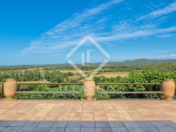 800m² House / Villa with 23,000m² garden for sale in Baix Empordà