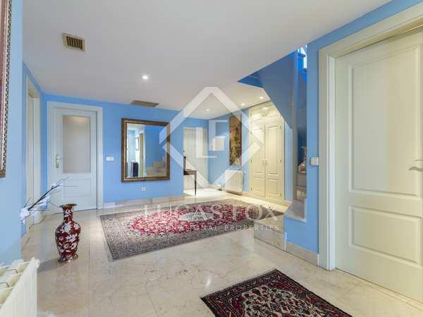 Appartement van 346m² te koop met 250m² terras in Aravaca