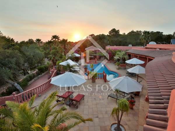 Casa de 11 dormitorios en venta cerca de Cala Bassa, Ibiza
