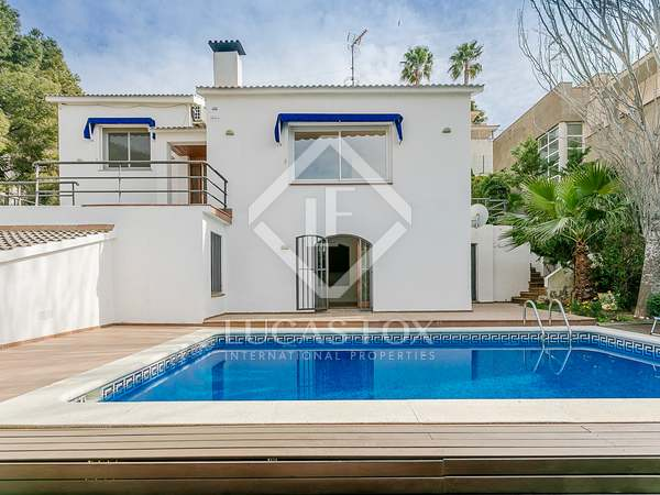 270 m² house for sale in Levantina, Barcelona