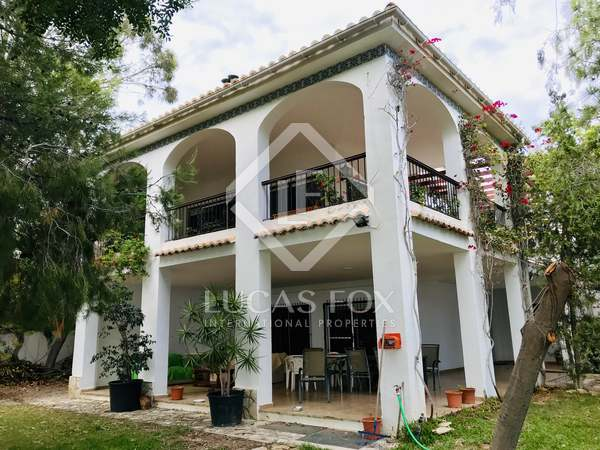 459m² House / Villa with 1,300m² garden for rent in Playa San Juan