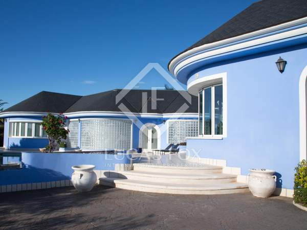 823m² House / Villa for sale in Los Monasterios, Valencia