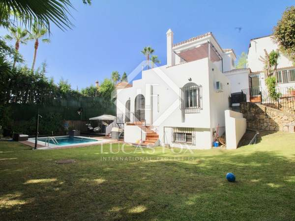 450m² House / Villa with 1,200m² garden for sale in Nueva Andalucía