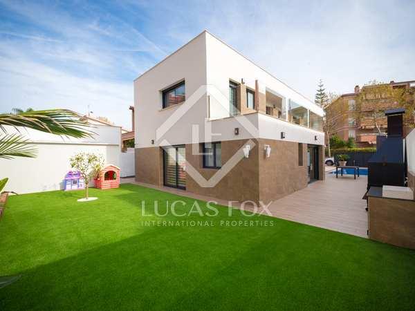 Maison / Villa de 252m² a vendre à Castelldefels avec 100m² de jardin