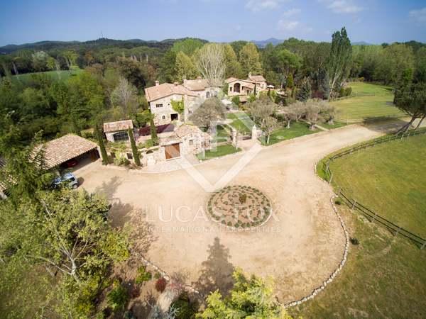 Casa di campagna di 1,988m² in vendita a Baix Emporda
