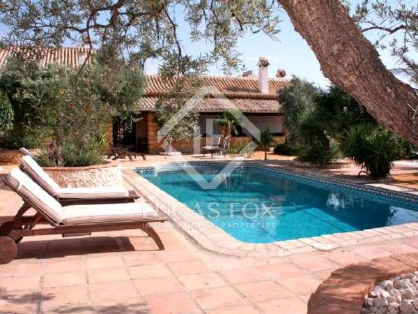 Casa de campo con olivares en venta cerca de Sevilla