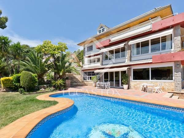 Maison / Villa de 1,382m² a vendre à Montemar, Barcelona