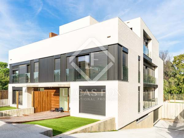 548 m² house with 378 m² garden for sale in Sant Cugat