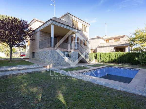 328m² House / Villa for sale in La Cañada, Valencia