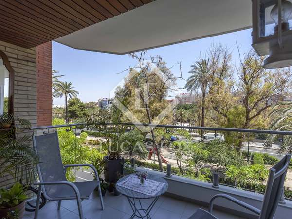 Large apartment for sale in the centre of Valencia
