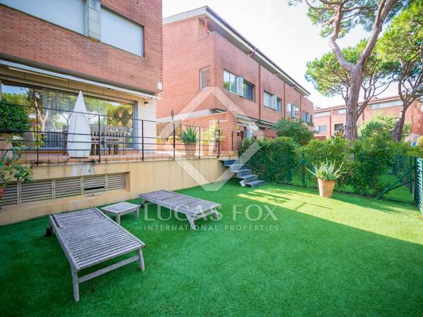 4-bedroom house  with a garden for sale in Gavà Mar