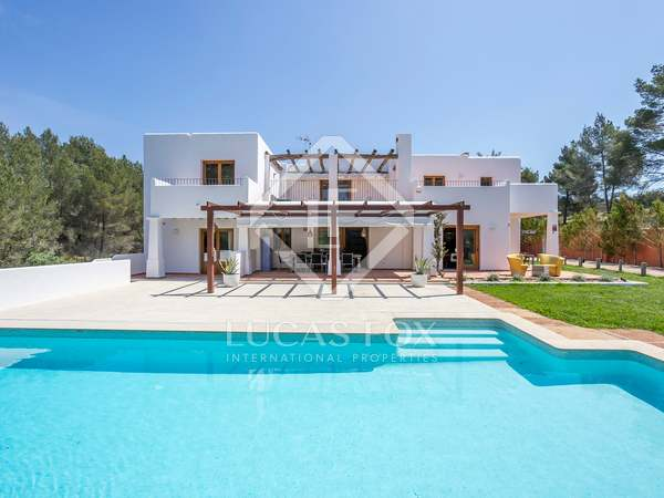 350 m² country house for sale in Santa Eulalia, Ibiza