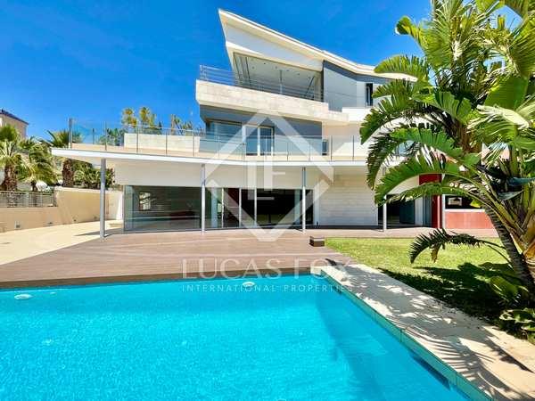 550m² House / Villa with 60m² terrace for sale in Cabo de las Huertas