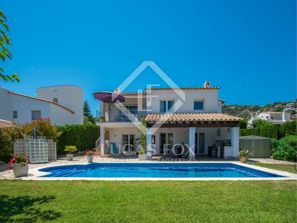 225m² House / Villa with 675m² garden for sale in Platja d'Aro