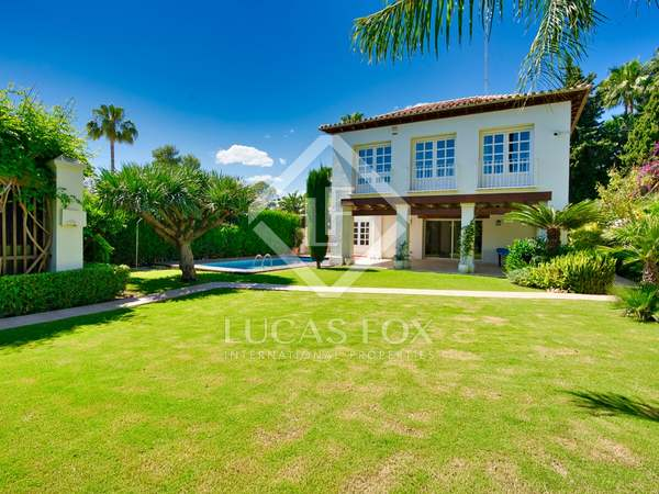 276m² House / Villa with 800m² garden for sale in Nueva Andalucía