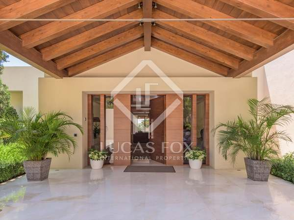 2,338m² House / Villa with 4,982m² garden for sale in Golden Mile