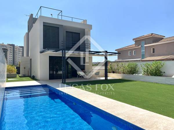 Huis / Villa van 430m² te koop in Playa San Juan, Alicante
