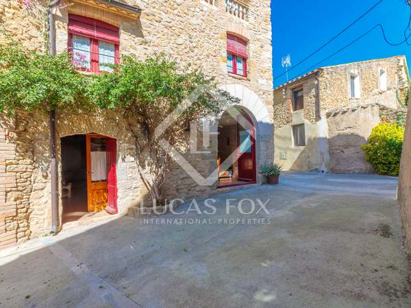 3 houses with surface area of 420 m² for sale in El Gironés