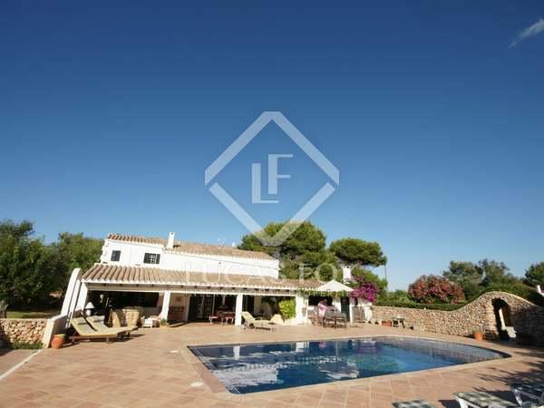 Masía de 320 m² con 9.680 m² de jardín, en venta en Menorca