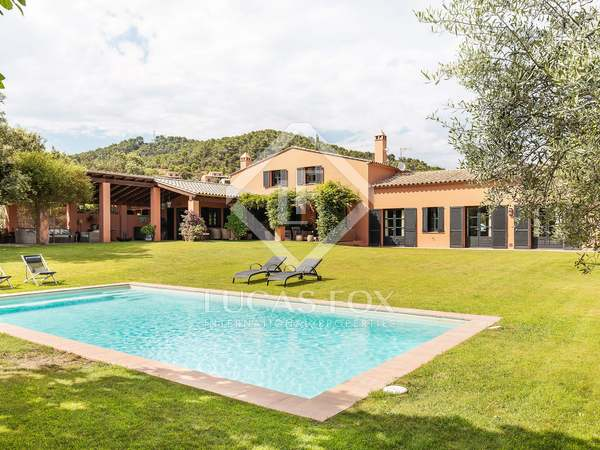 408 m² house with 2,542 m² garden for sale in Mont-Ràs