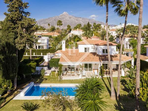 550m² House / Villa with 1,255m² garden for sale in Nueva Andalucía