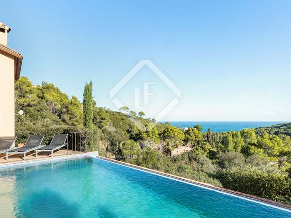 Huis / Villa van 303m² te koop in Sa Riera / Sa Tuna