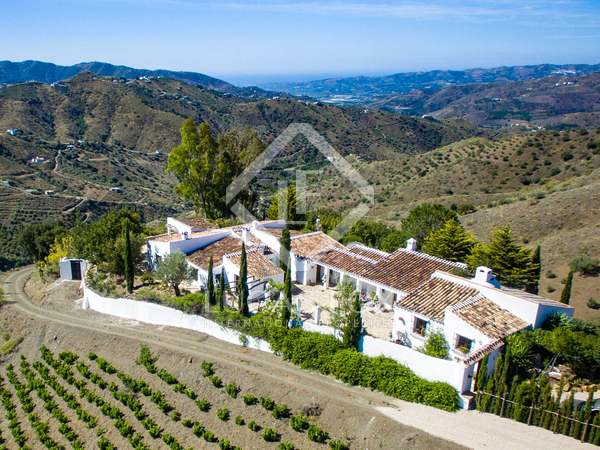 385m² Country house for sale in Axarquia, Málaga