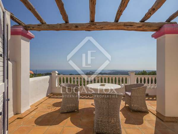 257m² house with 66m² terrace for sale near San Carlos.