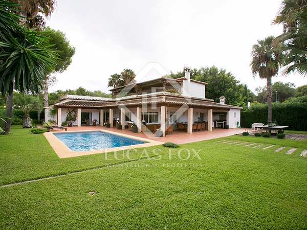 558m² House / Villa with 1,400m² garden for rent in Jávea