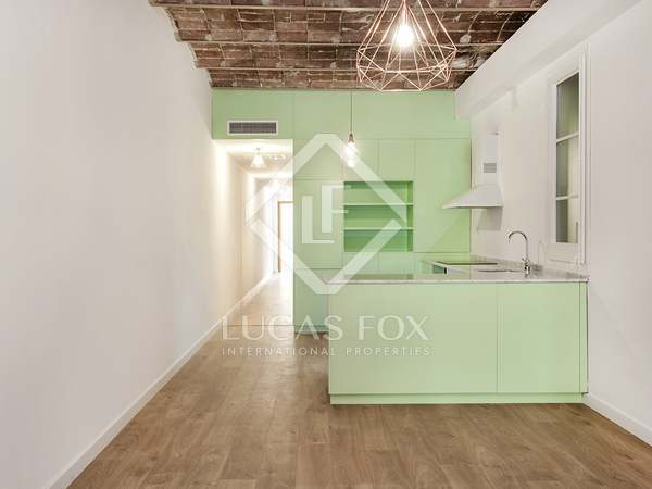 2 or 3 bedroom renovated apartment in Eixample left